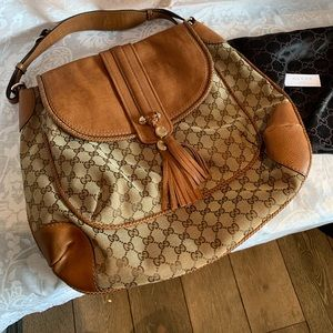 Previously loved Gucci Leather Shoulder Bag